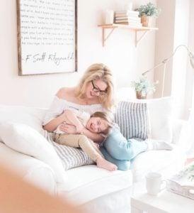 familia segura con alarmas para casa